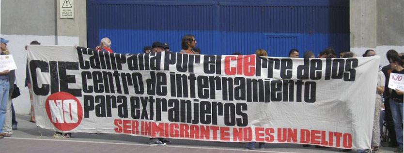 Concentración en la puerta del CIE de Valencia